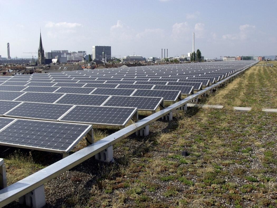 Messe Basel | Solaranlage | 2001 | mit Aussicht auf die Innenstadt.